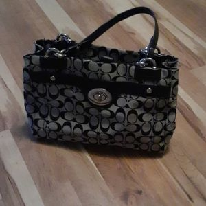 Coach purse like new  READ ALL  FIRM PRICE